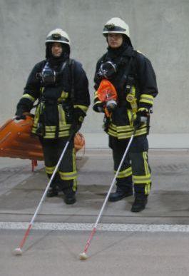 Feuerwehrmann mit Stock